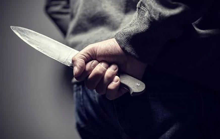 IZBODEN MUŠKARAC NA TRGU U MOSTARU Napadač bacio nož pored kante za smeće