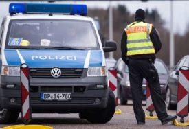 SPRIJEČENA TRAGEDIJA Policija spasila 11 migranata iz kamiona-hladnjače