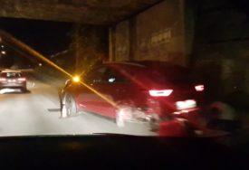 SAOBRAĆAJNA NESREĆA U sudaru dva automobila povrijeđeni vozači