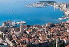Na godišnjicu osnivanja NDH: Kroz tržni centar u Splitu pronio zastavu sa ustaškim pozdravom