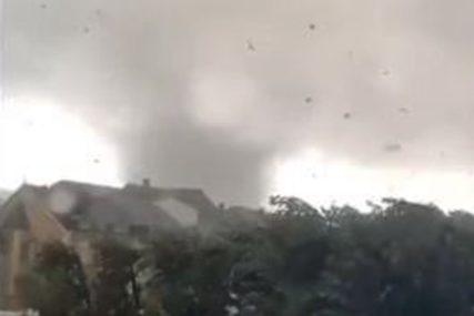 TORNADO U TURSKOJ U gradu Češme napravio haos, povrijeđeno 16 stanovnika (VIDEO)