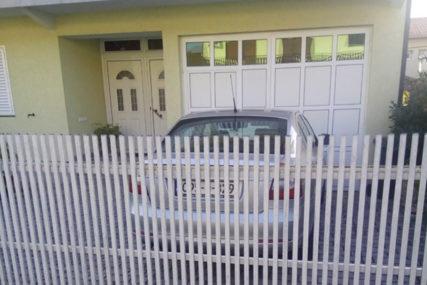 SLUŽBENIM AUTOM NA FRIZURU I MORE? Direktorku optužuju za korištenje vozila Doma zdravlja u privatne svrhe