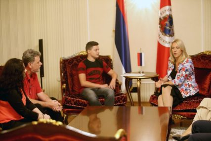 Vlada RS i kabinet predsjednice podržavaju projekat dječaka iz Broda