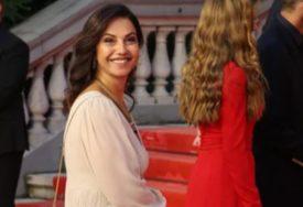 KAFA POD PLATANIMA Ovako proslavljena glumica uživa u čarima rodnog grada (FOTO)