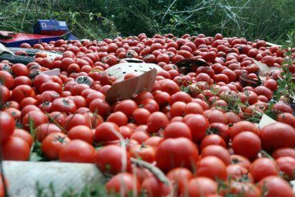 Bijeli luk i paradajz kao prva pomoć: SNIZITE PRITISAK uz pomoć namirnica