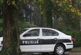 PORODIČNA TRAGEDIJA U TUZLI Zaklao suprugu, pa bombom usmrtio sebe i ranio dijete