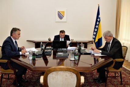 UMJESTO KRITIKA, STIŽU POHVALE Ambasadori velikih sila hvale političare u BiH