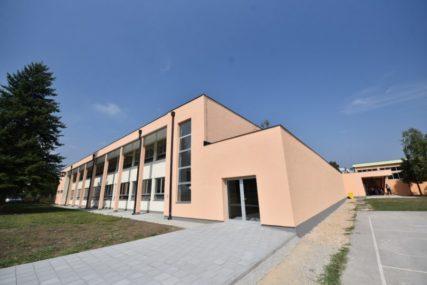 Puno nastavnika POZITIVNO NA KORONU: Najveća škola u Banjaluci prelazi na onlajn nastavu (FOTO)