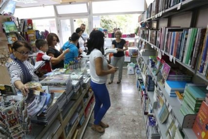 POMOĆ ZA RODITELJE Ove godine besplatni udžbenici za više od 29.000 osnovaca u Srpskoj