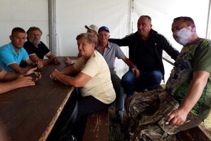 KAD BIK NE ZNA JEZIK Dobro se zabavlja u tradicionalnom okupljalištu uzgajivača bikova na Manjači