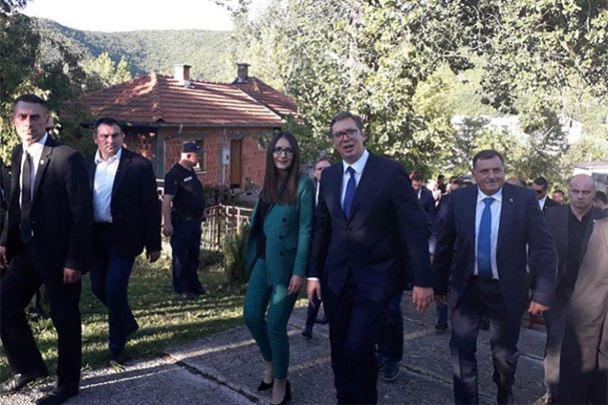 Vučić: Milion evra za Drvar od Srbije, pomoć i opštinama Petrovac, Grahovo i Glamoč