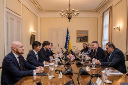 IZETBEGOVIĆ POD NAJVEĆIM PRITISKOM Strani ambasadori traže dogovor o formiranju vlasti BiH