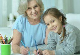 VJEČITA NEDOUMICA SVIH RODITELJA Baka je bolje rješenje za dijete od vrtića