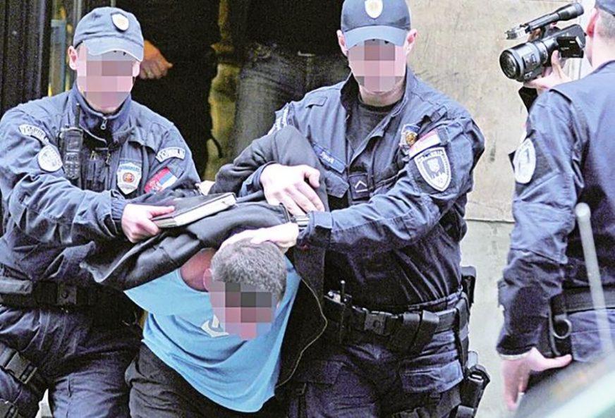 NEZAPAMĆEN SKANDAL Policajci i profesor srednje škole PRODAVALI DROGU ĐACIMA
