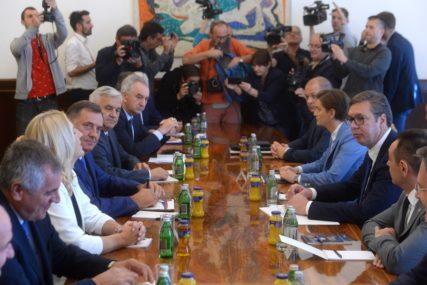 NA DNEVNOM REDU DEKLARACIJA SDA Lideri političkih stranaka Srpske na sastanku sa Vučićem