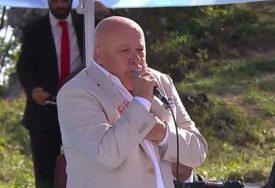"""""""BIO SAM NA KORAK DO SMRTI"""" Ispovijest pjevača kojeg je pčela UJELA ZA KRAJNIK (VIDEO)"""