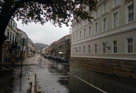 VOZAČI, SMANJITE GAS! Na putevima u BiH mokri i klizavi kolovozi