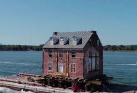 SELIDBA OD MILION DOLARA Kuća teška 400 TONA prevezena rijekom (VIDEO)