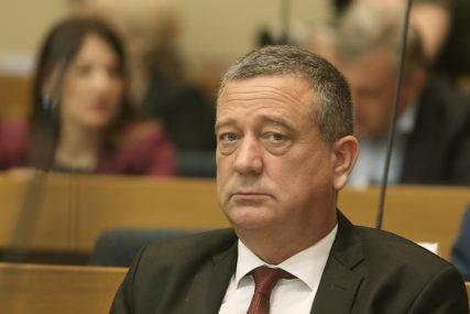 Narodni poslanik PRIJAVLJEN ZBOG PRIJETNJI: Tubin slao poruke uvredljivog sadržaja suprugu Maje Dragojević-Stojić