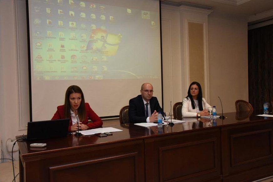 SVE VIŠE STARIMO Za zamjenu generacije Republici Srpskoj godišnje NEDOSTAJE 7.000 BEBA