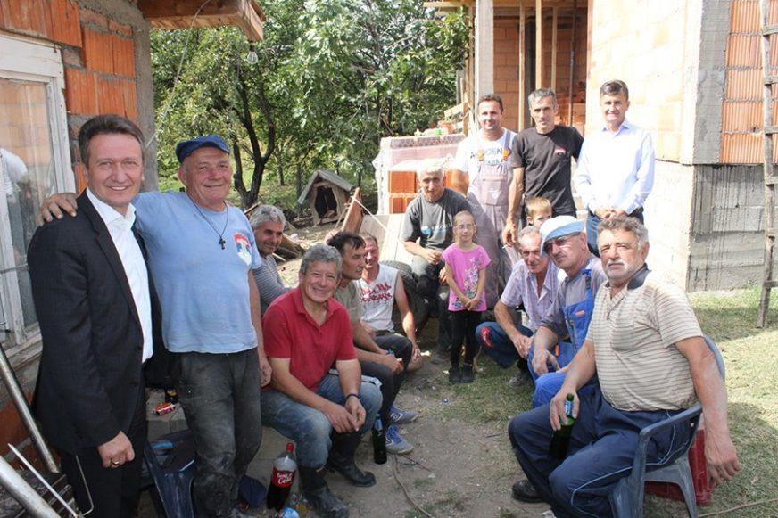 DONACIJA OPŠTINE UGLJEVIK Pomoć šestočlanoj porodici Đokić za gradnju kuće