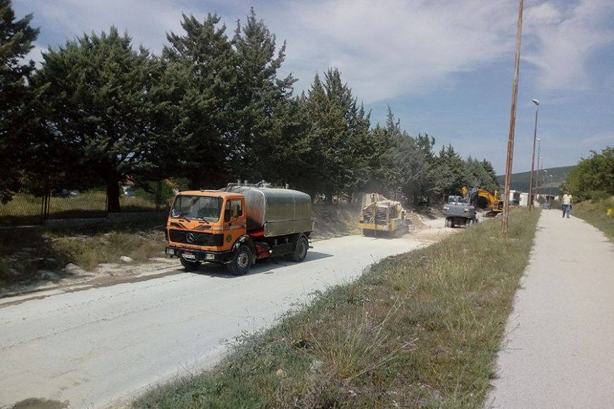 Infrastrukturni radovi kasne, Bilećani se GUŠE U PRAŠINI