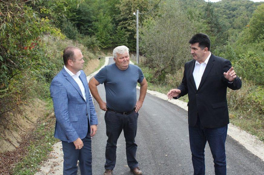 Savić: Putevi asfaltirani za dobrobit stanovnika majevičkog kraja