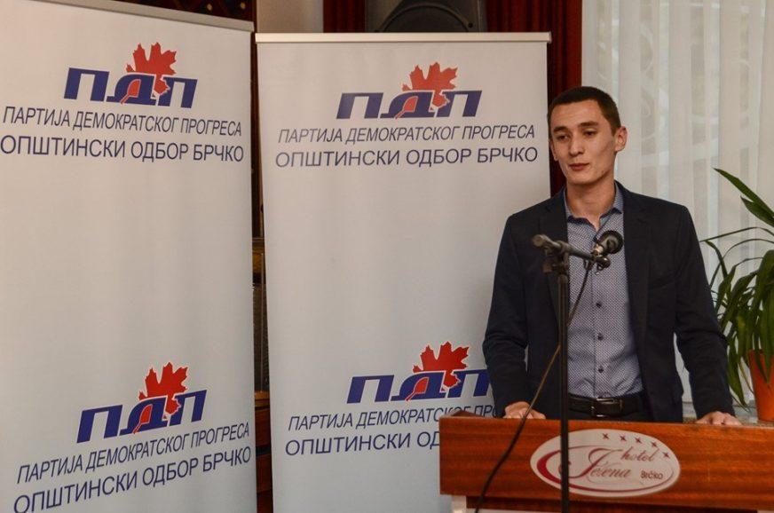 U DOBOJU NAPADNUT PREDSJEDNIK MLADIH PDP Borenović: Zgrožen sam devijantnim ponašanjem