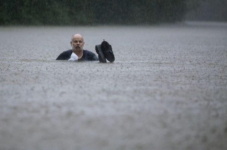 OPSADNO STANJE U TEKSASU Tropska oluja napravila haos, kuće i bolnice pod vodom (FOTO)