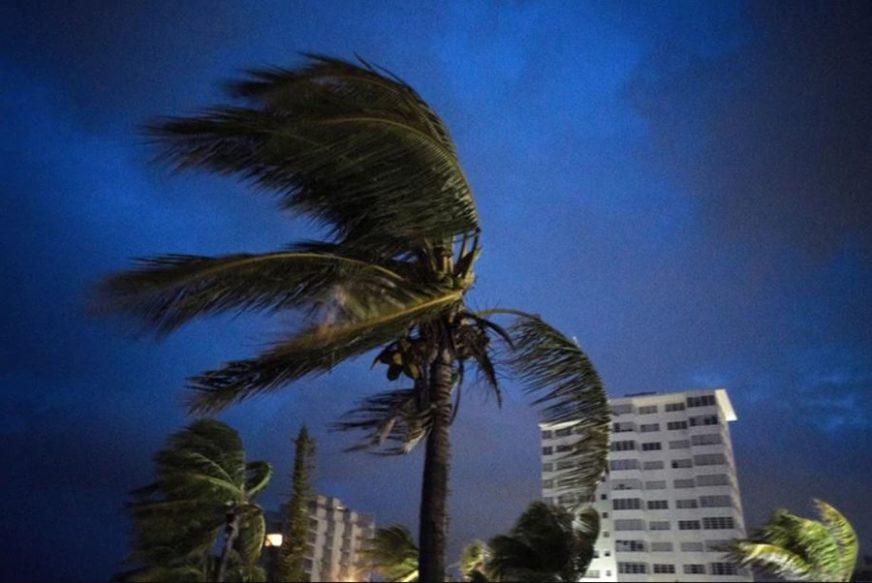 STRAH OD URAGANA Umberto ostavio arhipelag Bermuda u mraku, Lorena stiže u Meksiko