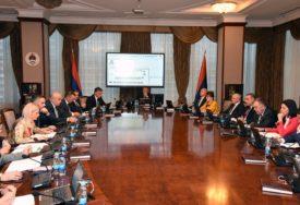 POVEĆALI PLATE I RASTERETILI PRIVREDU Aktivnosti koje su obilježile rad Vlade Srpske u prvoj godini