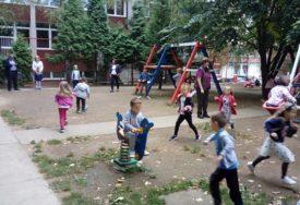 INSPEKTORI NASTAVLJAJU KONTROLE Bez većeg okupljanja roditelja ispred vrtića u Srpskoj