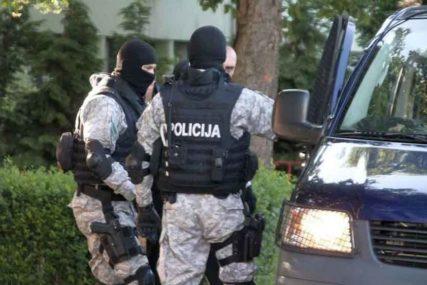 """""""MREŽA"""" U AKCIJI Policija pretresa objekte na 21 lokaciji u Zenici, traže ORUŽJE I DROGU"""