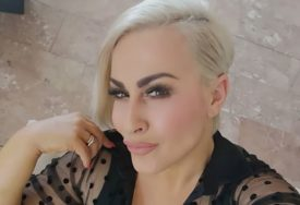 ZANOSNA PLAVUŠA Atraktivna pjevačica debelo zagazila u petu deceniju, ali je i dalje prava BOMBA (FOTO)