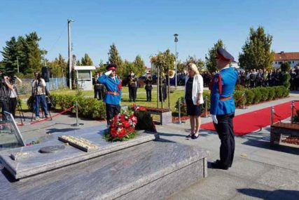 POLOŽENI VIJENCI NA GROB MILANA JELIĆA Obilježeno 12 godina od smrti bivšeg predsjednika Srpske