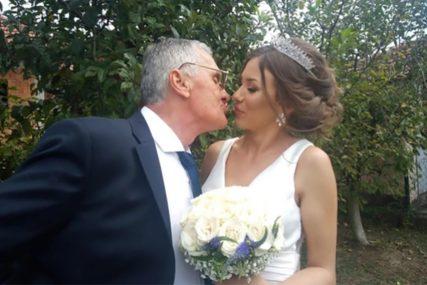 POLUDIO ZA KOMŠINICOM Još se nije RAZVEO od 53 godine mlađe supruge, a već ima novu ljubav