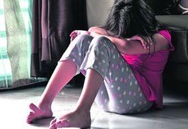 """""""POJEDI TO, FINO JE"""" Djevojku sa poteškoćama u razvoju vršnjaci tjerali da proguta IZMET"""