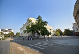 POČELA OBNOVA PJEŠAČKE ZONE Uskoro granit ispred Banskog dvora i Palate Republike