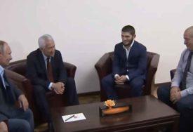 VELIKI ZALJUBLJENIK U SPORT Vladimir Putin došao da lično čestitao Habibu na pobjedi (VIDEO)