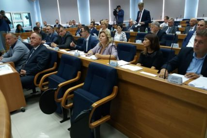Za prirodnu smrt 30 KM, a nasilnu 60: U Prijedoru usvojena Odluka o mrtvozorstvu