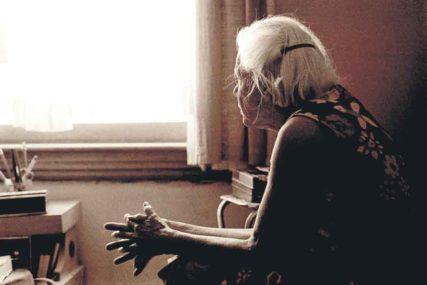 """""""I NA ONOM SVIJETU ĆU DA JE KUNEM"""" Bolne riječi najtužnije bake kojoj je snaja OTROVALA UNUKE"""