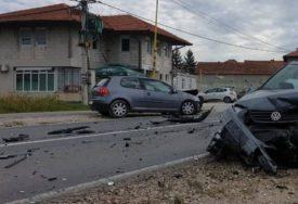 ŽESTOK SUDAR Dvije osobe povrijeđene nakon teške nesreće na putu Tuzla - Zvornik