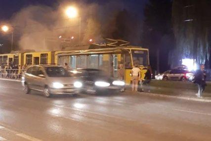 DRAMA U SARAJEVU Zapalio se tramvaj, vozač evakuisao putnike