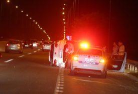 """SAOBRAĆAJKA U BANJALUCI Od siline udara """"golf"""" se prevrnuo, gužva na auto-putu (FOTO)"""