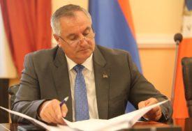 OD 5 DO 20 ODSTO Višković: Od naredne godine radnici u javnom sektoru imaće VEĆE PLATE