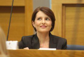 """""""NEPOTREBNO STVARATI ZALIHE"""" Ministarka o gužvama u trgovinama i POTROŠAČKOJ GROZNICI"""
