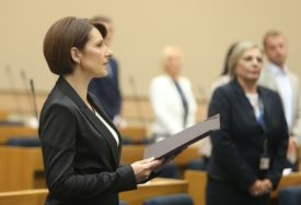 POLOŽILA ZAKLETVU Narodna skupština izabrala novu ministarku trgovine i turizma (FOTO)