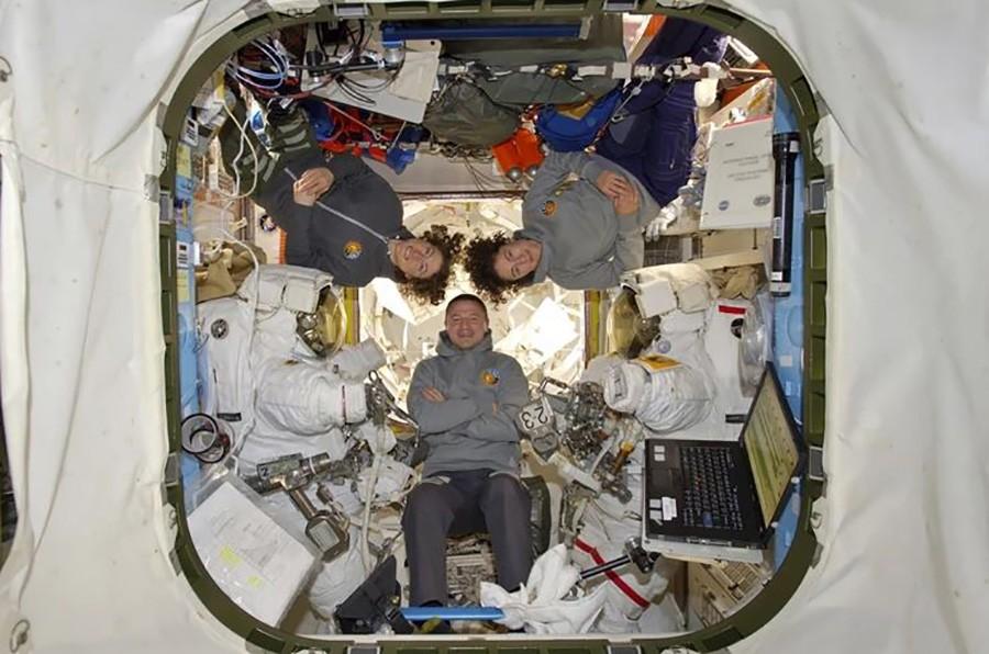 HISTORIJSKI TRENUTAK! Dvije žene prvi put samostalno 'prošetale' svemirom, dok su one popravljale kvar njihove muške kolege ostale u svemirskoj stanici!
