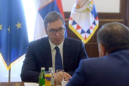 VUČIĆ NIJE SMIRIO TENZIJE U BiH Stručnjaci o efektima sastanka održanog u Beogradu