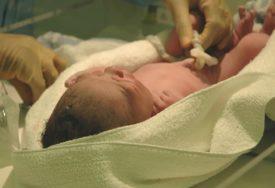 SMRT U KOLIJEVCI Majka zaspala sa bebom u naručju, kad se probudila, dijete je bilo MRTVO